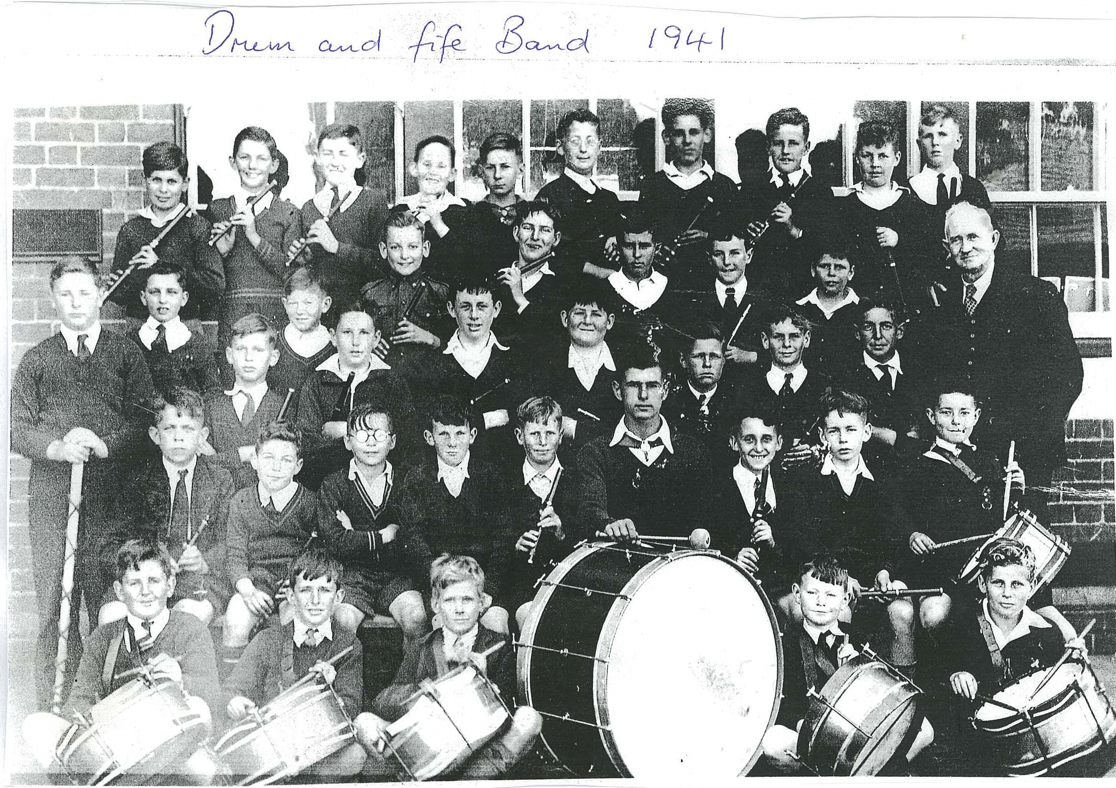/uploaded_files/media/gallery/14961210701941 drum and fife band.jpg